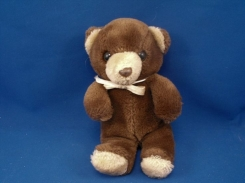 Looking for Teddy…Chocolate Brown fur with cream ears and muzzle.  Brown eyes, abour 12-13 in tall