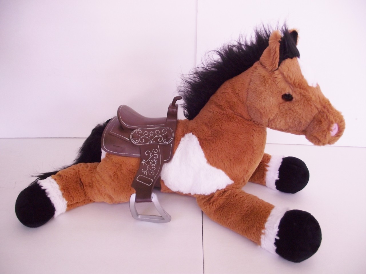 brown and white horse with black hooves